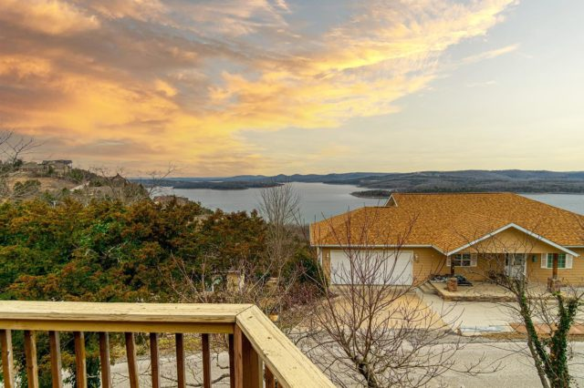 Some real estate work for @michelle_jones_realtor   Under contract in 3 days 😳😳😳  #bransonmissouri #bransonrealestate  #discoverbranson  #photography  #tablerocklake